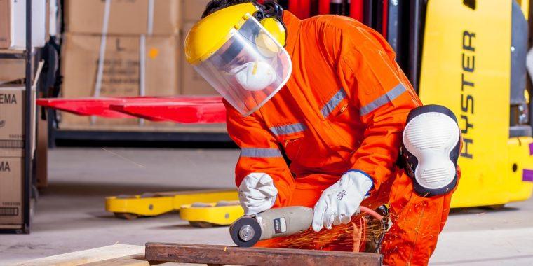 Bezpieczna odzież dla pracownika